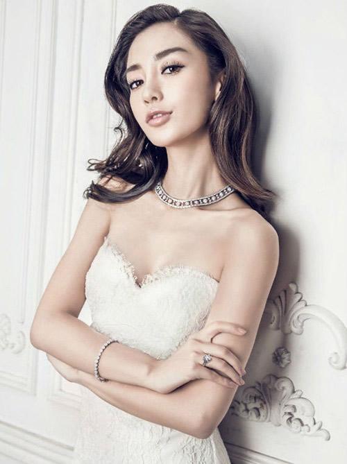 教主黄晓明大婚 女神Angelababy最美婚纱造型全回顾