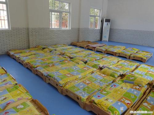 幼儿园休息室墙面布置 营造一个温馨的童话世界图片