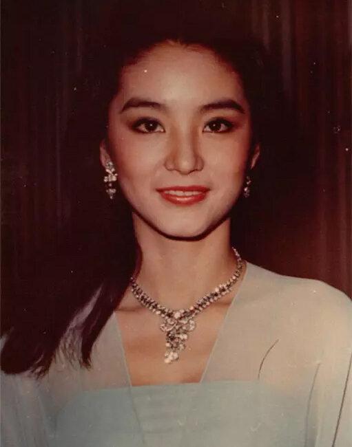 浓浓复古港式妆 带你穿越回80年代香港